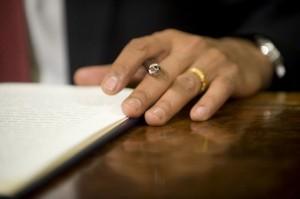 US-President-Barack-Obama-signs-orders-to-close-Guantanamo-Bay_11